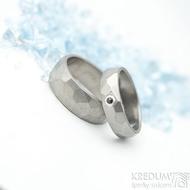 Skalák titan a granát 2 mm do Ag - 53,  5 mm, střední, matný a Skalák titan - 57, 7 mm, matný - Titanové snubní prsteny - k 1765
