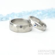 Skalák titan lesklý a safír do stříbra - titanové snubní prsteny velikost 51, šířka 4 mm a velikost 58, šířka 7 mm