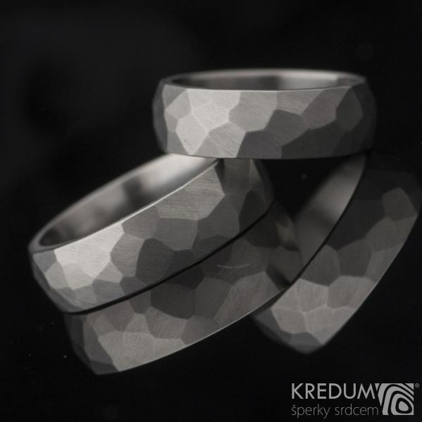 Skalák titan matný - Kované a broušené snubní prsteny