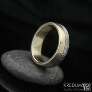 Columba yellow - Zlatý snubní prsten a damasteel, žluté zlato a struktura dřevo
