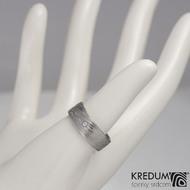 Snubní a zásnubní prsten damasteel Prima a diamant 1,5 mm, struktura voda - velikost 50; šířka 6,5 mm; tloušťka 1,5 mm, lept 75% - světlý, profil C