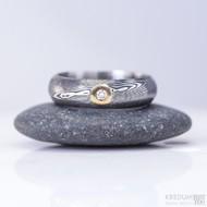 Snubní a zásnubní prsten prima a diamant ve zlatě 2,3_vzor dřevo - S1420 (6)