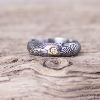 Snubní prsten damasteel dřevo - Prima a diamant 2,3 mm ve zlatě