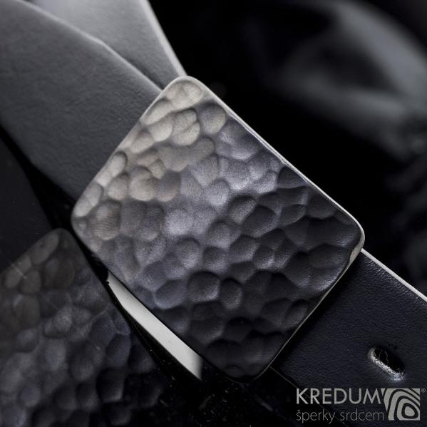 Černění technologií DLC - spona na pásek