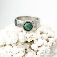 Spring a kabošon malachit - 50,5, š 5,4 mm, lesklý, tl. 1,5 mm, průměr kamene 7,9 mm  - Kovaný prsten z nerezové oceli, SK2102 (4)