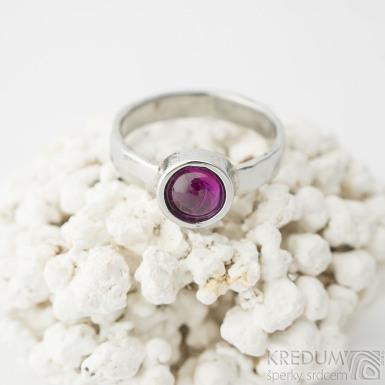 Spring s kabošon rubín - 54, šířka 3,5 mm, střední, povrch lesklý - Kovaný prsten z nerezové oceli - k 2379