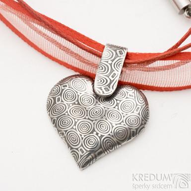 Srdíčko s damasteelovým závěsem - kolečka, zatmavená - Kovaný přívěsek damasteel a textilní šňůrka, SK2543