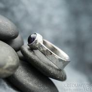 Summer s ametystem - velikost 53, šířka 3,5 - 6,5 mm, tlouš´tka střední, lesklý - Kovaný prsten - sk2129 (2)