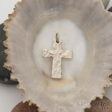 Tepaný křížek - Přívěsek z bílého zlata