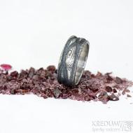 Víla vod a diamant 2,3 mm, dřevo - 52, šířka 7 mm, do dlaně 6 mm, - Zásnubní prsten se strukturou oceli Damasteel