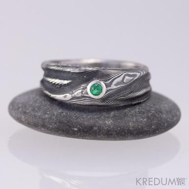 Kovaný damasteel prsten Víla vod a broušený smaragd - průměr 2,8 mm - osazený  ve stříbře
