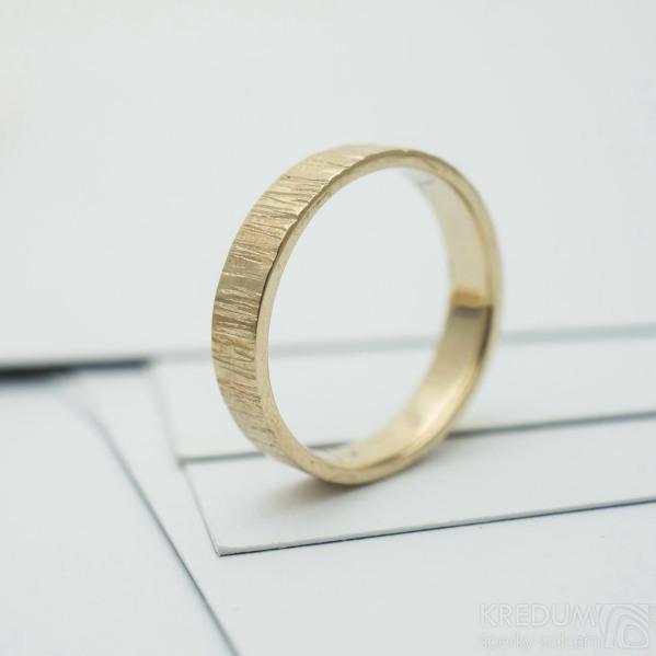 wood snubní prsten gold yellow (3)