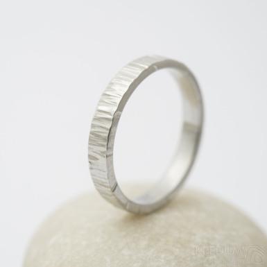 Wood světlý - Kovaný nerezový snubní prsten, velikost 54, šířka cca 3,3 mm - produkt SK3082