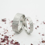 Wood světlý, šířky 4 a 7 mm - Kované snubní prsteny z nerezové oceli - k 3210