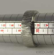 Wood světlý - velikost 61, šířka 7 mm, tloušťka 1,7 mm - Nerezové snubní prsteny, S1134 (1)