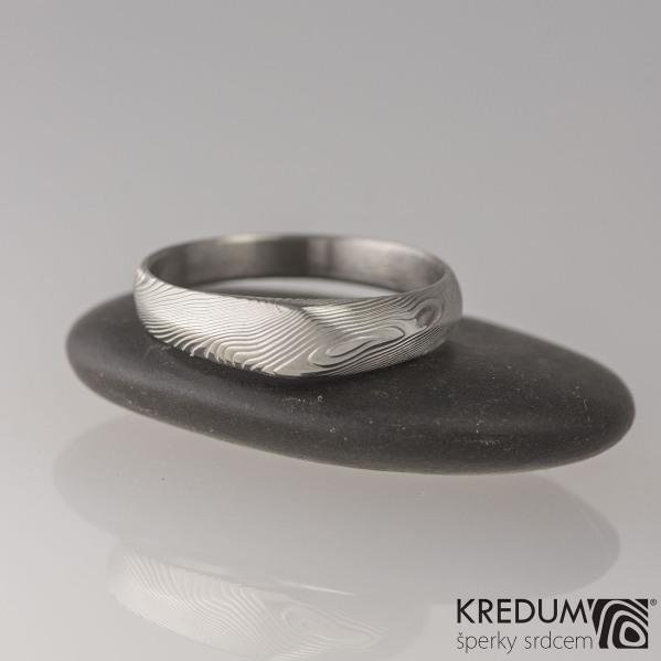 Zásnubní damasteel prsten Grada s1590 - 54 šířka hlavy 4,6 mm do dlaně 2,8 mm, struktura dřevo, lept 75% světlý (3)