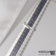 Zásnubní damasteel prsten Grada s1590 - 54 šířka hlavy 4,6 mm do dlaně 2,8 mm, struktura dřevo, lept 75% světlý (4)