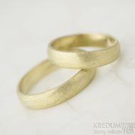 Zlaté snubní prsteny - Golden Klasik yellow -  stařený mat, profil B - 50/ 4 mm , tloušťka 1,2 mm a 59,5/4 mm tloušťka 1,3 mm