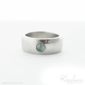 Prima damasteel, vzor čárky, světlý + smaragd kabošon 4 mm, velikost 57, šířka 8 mm, tloušťka cca 2,1 mm, profil B - et 2460